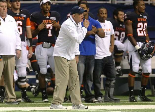 UTSA head coach Larry Coker (center) pumps up his team against Northwestern Oklahoma State at the Alamodome on Saturday, Sept. 22, 2012. (Kin Man Hui / SAN ANTONIO EXPRESS-NEWS)