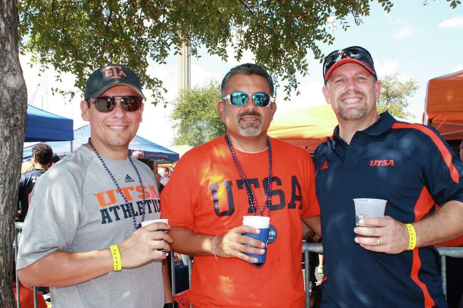UTSA fans for the Northwestern Oklahoma State game on Saturday, Sept. 22, 2012. Photo: MySanAntonio.com