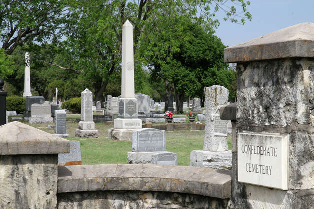 The Confederate Cemetery on Commerce Street covers nearly 3 acres and has more than 950 burials, including 215 Confederate veterans. / 2007