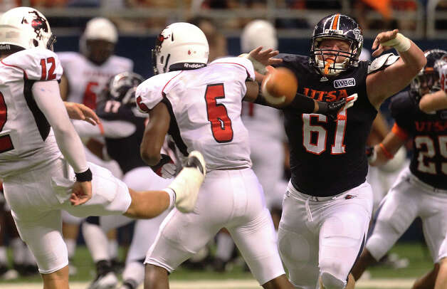 UTSA's Richard Burge attempts to block a punt by Northwestern Oklahoma State's Kyle Jech (12) at the Alamodome on Saturday, Sept. 22, 2012. Photo: Kin Man Hui, Express-News / ©2012 San Antonio Express-News