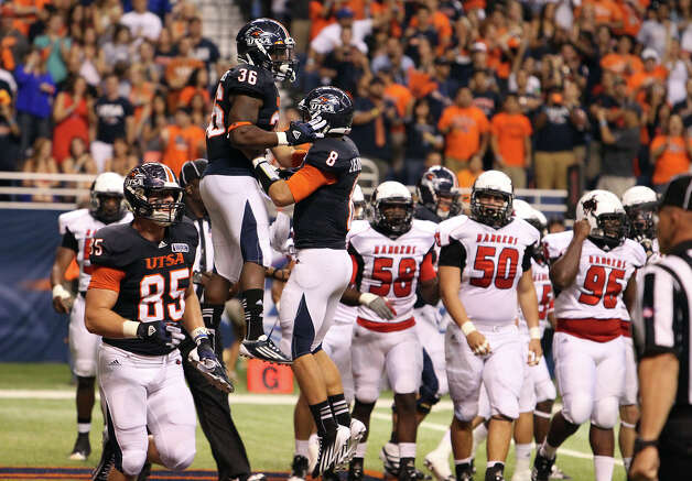 UTSA's Evans Okotcha (26) celebrates his touchdown with teammate Eric Soza (08) in the first half against Northwestern Oklahoma State at the Alamodome on Saturday, Sept. 22, 2012. Photo: Kin Man Hui, Express-News / ©2012 San Antonio Express-News