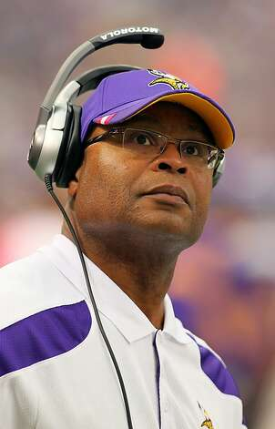 Vikings assistant Mike Singletary was Jim Harbaugh's predecessor with the 49ers. Photo: Adam Bettcher, Getty