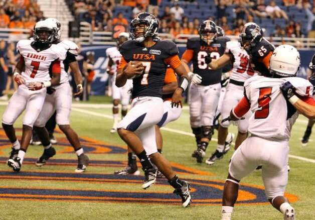 UTSA backup quarterback Ryan Polite (07) cruises in for a touchdown against Northwestern Oklahoma State in the second half at the Alamodome on Saturday, Sept. 22, 2012. UTSA won 56-3. (SAN ANTONIO EXPRESS-NEWS)