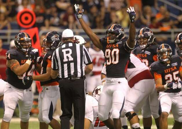UTSA's Jarron Harris reacts after a defensive play against Northwestern Oklahoma State at the Alamodome on Saturday, Sept. 22, 2012. (SAN ANTONIO EXPRESS-NEWS)