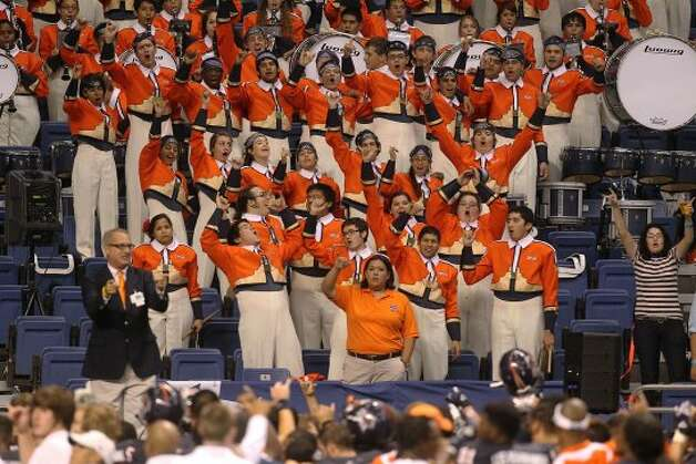 The UTSA marching band celebrates the Roadrunners win against Northwestern Oklahoma State at the Alamodome on Saturday, Sept. 22, 2012. UTSA won 56-3. (SAN ANTONIO EXPRESS-NEWS)