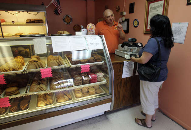 Mauricio Romero owns El Sol Bakery, 728 South Presa St., which serves healthful baked goods to Southtowners with sweet tooths. Photo: JOHN DAVENPORT, E-N Archive / SAN ANTONIO EXPRESS-NEWS (Photo can be sold to the public)