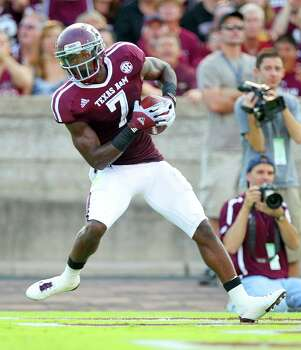 Texas A&M University wide receiver Uzoma Nwachukwu (7) is all alone as he makes a touchdown catch quarter of a NCAA football game against South Carolina State University, Saturday, Sept. 22, 2012, in College Station. Photo: Nick De La Torre, Houston Chronicle / © 2012 Houston Chronicle