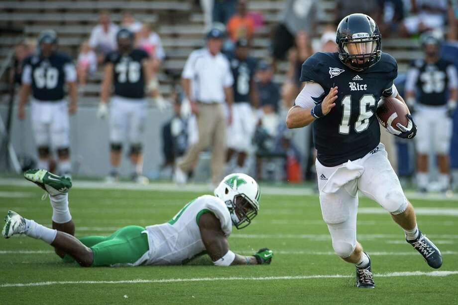 Rice quarterback Taylor McHargue (16) races past Marshall safety Okechukwu Okoroha on a 43-yard touchdown run during the fourth quarter of a college football game at Rice Stadium, Saturday, Sept. 22, 2012, in Houston. Photo: Smiley N. Pool, Houston Chronicle / © 2012  Houston Chronicle