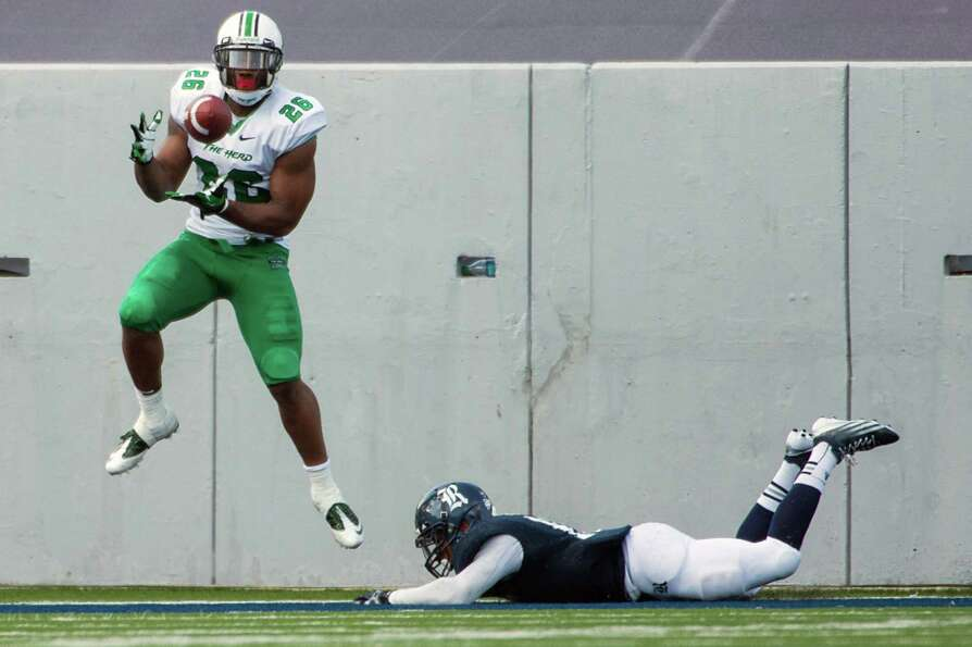 Marshall tight end Gator Hoskins (26) catches a 1-yard touchdown pass during the third quarter of a