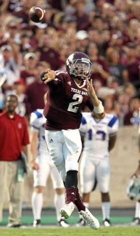 Texas A&M University quarterback Johnny Manziel (2) throws the ball to an open receiver in the South Carolina State University defense during the second quarter of a NCAA football game, Saturday, Sept. 22, 2012, in College Station.  ( Nick de la Torre / Houston Chronicle ) (Houston Chronicle)