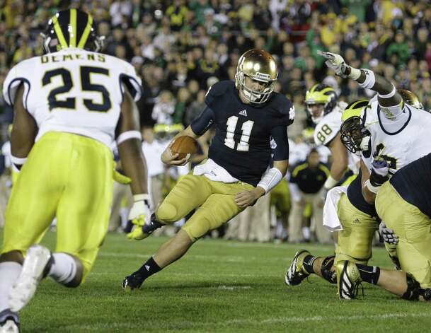 Notre Dame quarterback Tommy Rees (11) runs through a large hole in the line for a touchdown against Michigan in the second quarter at Notre Dame Stadium in South Bend, Indiana, Saturday, September 22, 2012. (Julian H. Gonzalez/Detroit Free Press/MCT) Photo: Julian H. Gonzalez, McClatchy-Tribune News Service / Detroit Free Press