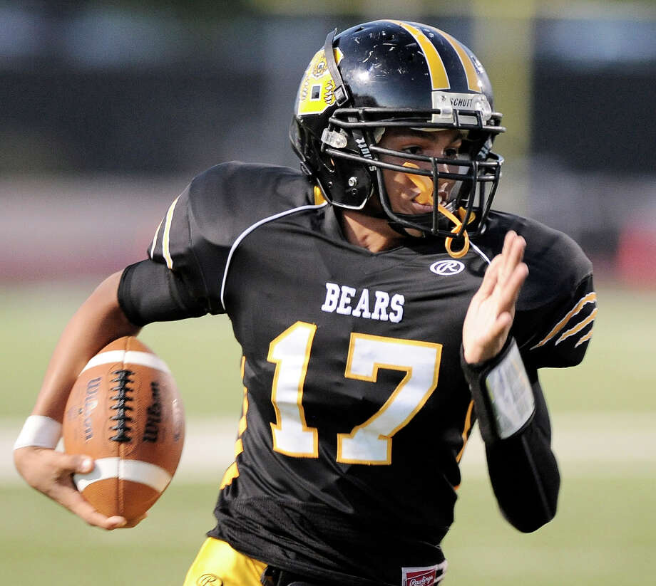 Brennan quarterback Deshawn Key runs the ball during a high school football game against Southwest, Saturday, Sept. 22, 2012, at Farris Stadium in San Antonio. Photo: Darren Abate, Express-News