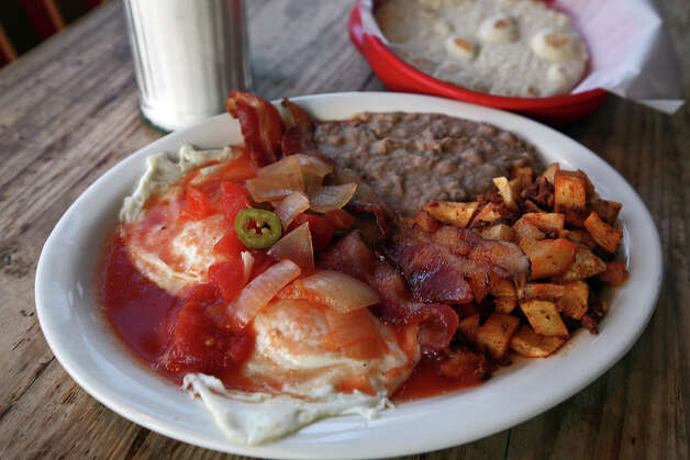 The huevos rancheros plate from Tito's Restaurant, 955 South Alamo St. in Southtown. Photo: JERRY LARA, E-N Archive / SAN ANTONIO EXPRESS-NEWS