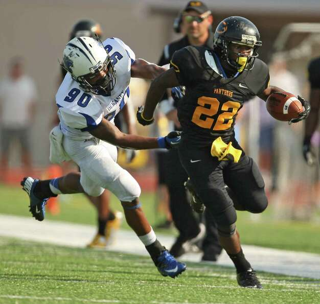 Klein Oak's Larenzo Stewart (22) scampers past Dekaney's Deon Booker-Brown during the first half of