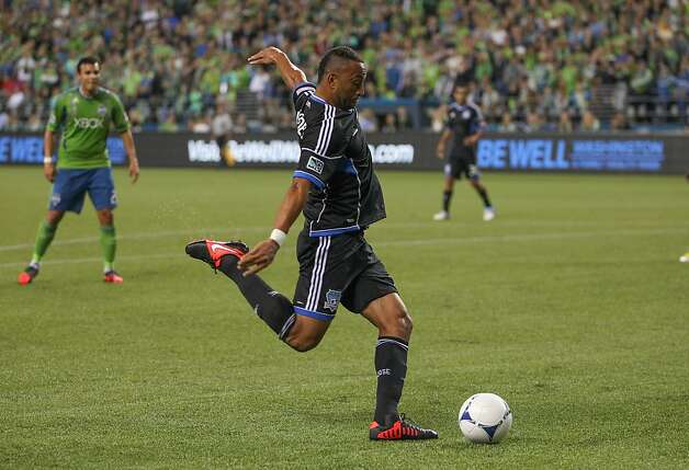 Victor Bernardez is the top defender in the MLS, according to ESPN analyst and National Soccer Hall of Famer Alexi Lalas. Photo: Otto Greule Jr, Getty Images
