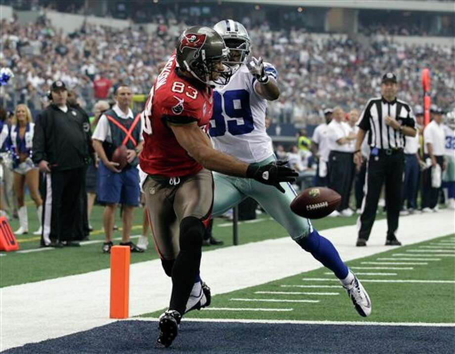 Tampa Bay Buccaneers' Vincent Jackson (83) is unable to grab a pass for a touchdown as Dallas Cowboys' Brandon Carr (39) defends in the first half of an NFL football game Sunday, Sept. 23, 2012, in Arlington, Texas. (AP Photo/Tony Gutierrez) Photo: Associated Press
