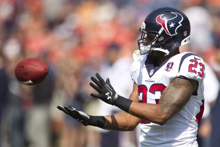 Texans running back Arian Foster catches a pass during warm-ups. (Brett Coomer / © 2012  Houston Chronicle)