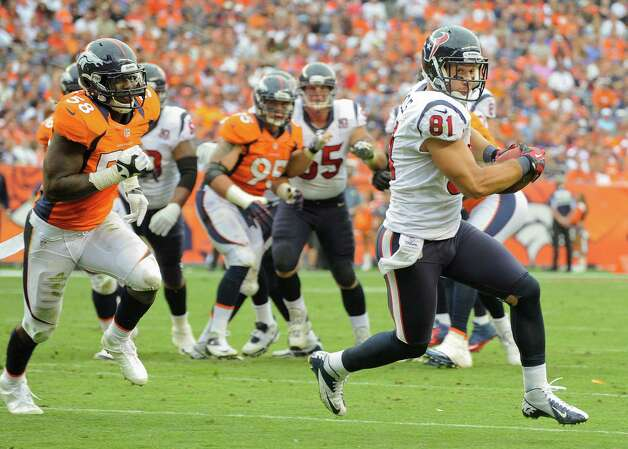 Houston Texans tight end Owen Daniels (81) runs for a touchdown as Denver Broncos outside linebacker Von Miller (58) pursues in the third quarter of an NFL football game Sunday, Sept. 23, 2012, in Denver. (AP Photo/Jack Dempsey) Photo: Jack Dempsey, Associated Press / FR42408