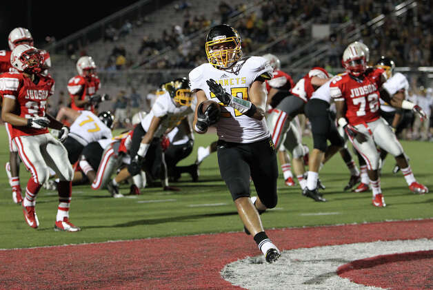 East Central's Caid Franckowiak (20) strolls in for a first-half touchdown against Judson at D.W. Rutledge Stadium on Friday, Sept. 21, 2012. Photo: Kin Man Hui, Express-News / ©2012 San Antonio Express-News