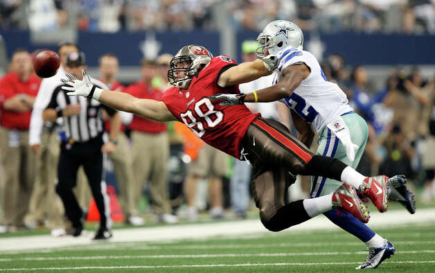 Dallas Cowboys's safety Barry Church puts pressure on Tampa Bay Buccaneers' Luke Stocker during the first half at Cowboys Stadium in Arlington, Texas, Sunday Sept. 23, 2012. Photo: Jerry Lara, Express-News / © 2012 San Antonio Express-News
