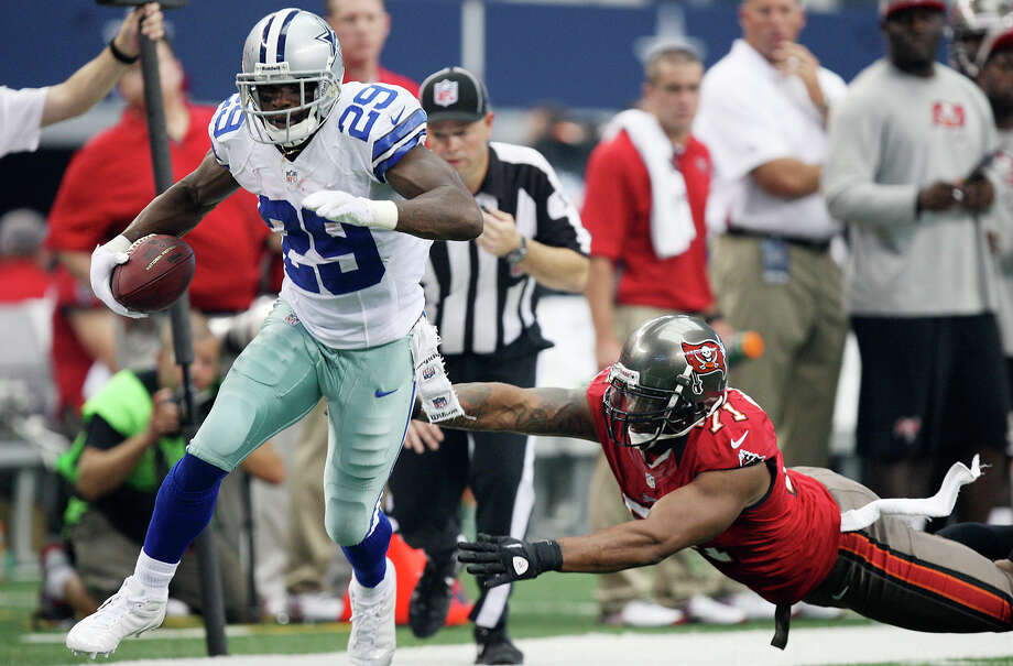 Dallas Cowboys's running back DeMarco Murray runs down the sideline as Tampa Bay Buccaneers' Michael Bennett tries to push him out of bounds during the first half at Cowboys Stadium in Arlington, Texas, Sunday Sept. 23, 2012. Photo: Jerry Lara, Express-News / © 2012 San Antonio Express-News