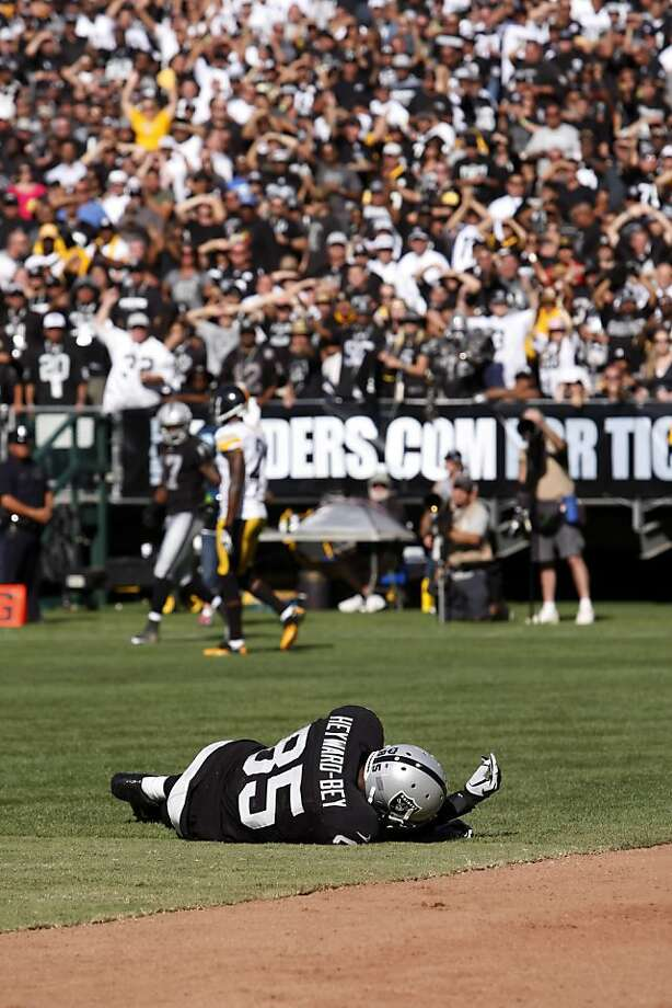 The hit on Darrius Heyward-Bey that sent him to the hospital was the worst part of the Raiders' strange day. Photo: Carlos Avila Gonzalez, The Chronicle