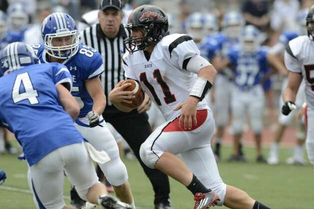 Warde's #11 Max Garrett runs upfield as Darien High School hosts Fairfield Warde High School in varsity football in Darien, CT on Sept. 22, 2012. (Shelley Cryan)