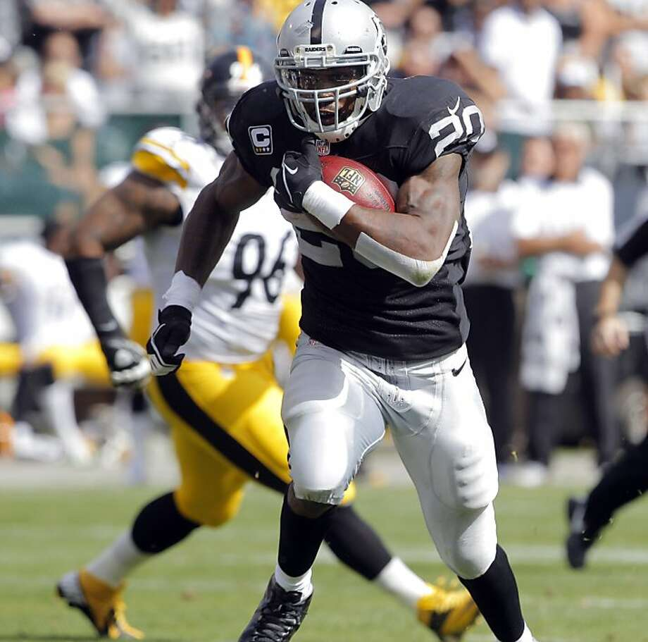 Darren McFadden had his best day since running for 175 yards last September against the Jets. Photo: Carlos Avila Gonzalez - San Fran, The Chronicle