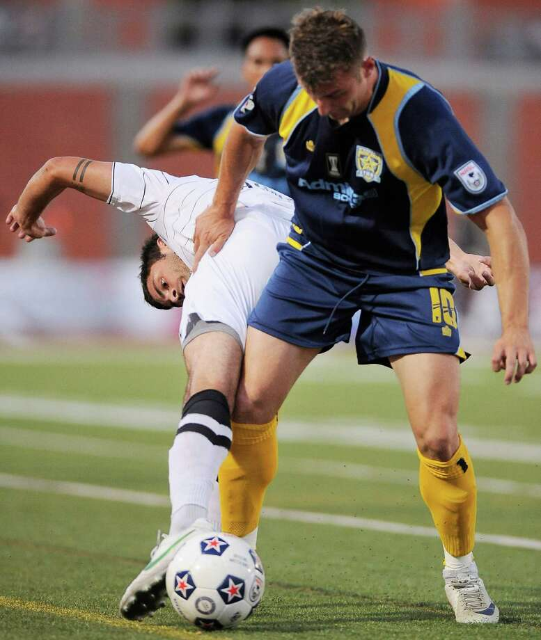 San Antonio Scorpions' Blake Wagner, left, battles Minnesota Stars' Simone Bracalello for the ball during an NASL soccer game, Sunday, Sept. 23, 2012, at Heroes Stadium in San Antonio. San Antonio and Minnesota tied 1-1. Photo: Darren Abate, Express-News
