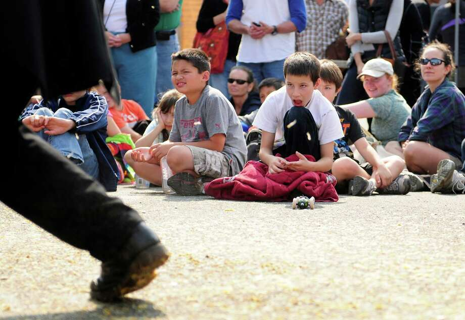 "A child looks on, slackjawed, as the ""Devil"" works on his creation. Photo: LINDSEY WASSON / SEATTLEPI.COM"