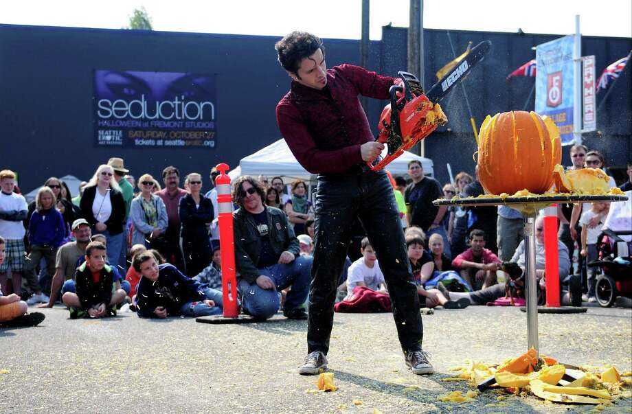 "The crowd looks on as ""Ian the Reasonably Alright"" shreds his pumpkin. Photo: LINDSEY WASSON / SEATTLEPI.COM"