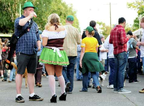 Dirk Bush and Angela Macleod talk with one another while enjoying beer samples. Photo: LINDSEY WASSON / SEATTLEPI.COM