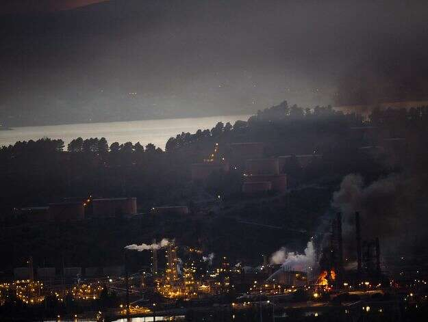 Smoke bellows from a fire at the Chevron refinery following an explosion at 6:30 on Monday, August 6, 2012 in Richmond, Calif.Photo: John Sebastian Russo, Special To The Chronicle / SF