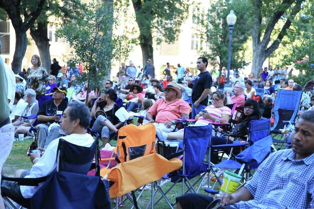 A large crowd gathered at Travis Park Sunday night for this year's Jazz'SAlive. Photo: Xelina Flores-Chasnoff