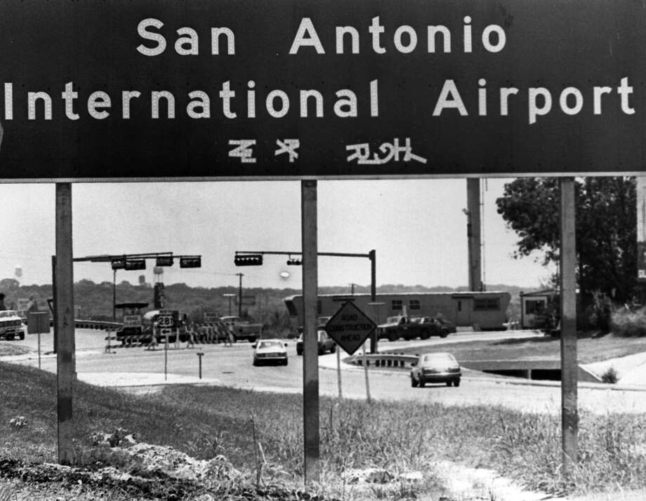 A sign  San Antonio International Airport between Isom and 410. 1983 Photo: San Antonio Express-News