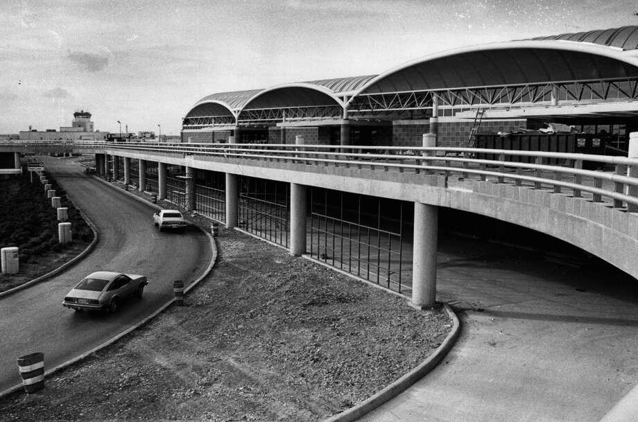 Terminal near the San Antonio International Airport  5-14-1984 Photo: San Antonio Express-News