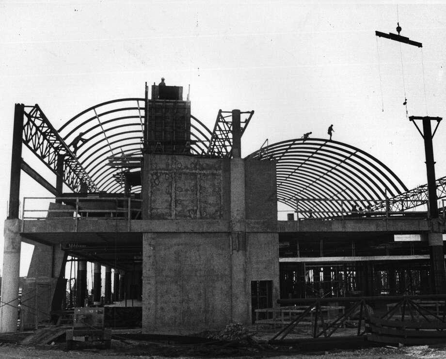 Terminal contruction at the San Antonio International Airport. 1982 Photo: San Antonio Express-News
