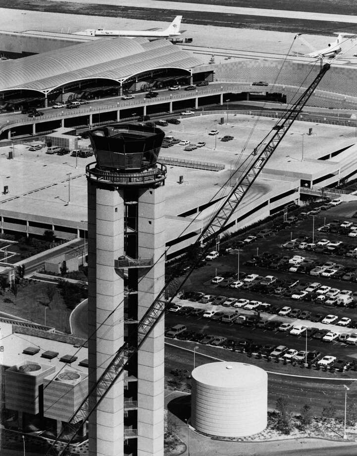 Control tower at San Antonio International Airport. COURTESY/AERIAL PHOTOS WEISSGARBER Photo: COURTESY PHOTO