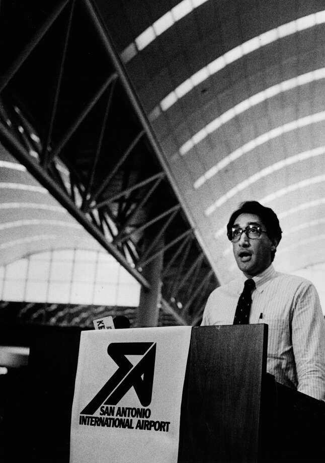 Henry Cisneros speaks at new terminal at San Antonio International Airport. 6-23-1984 Photo: San Antonio Express-News