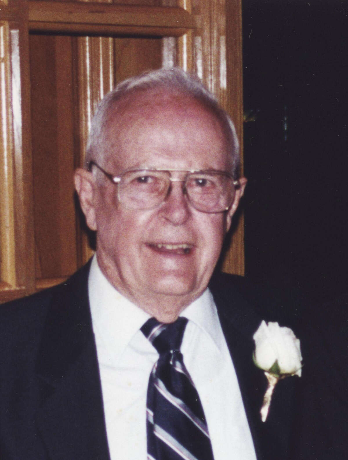 Harrold Lynn Sutton, Born on December 16, 1919 in Cordell, Oklahoma, went to be with his Lord and Creator on September 21, 2012, at the age of 92.