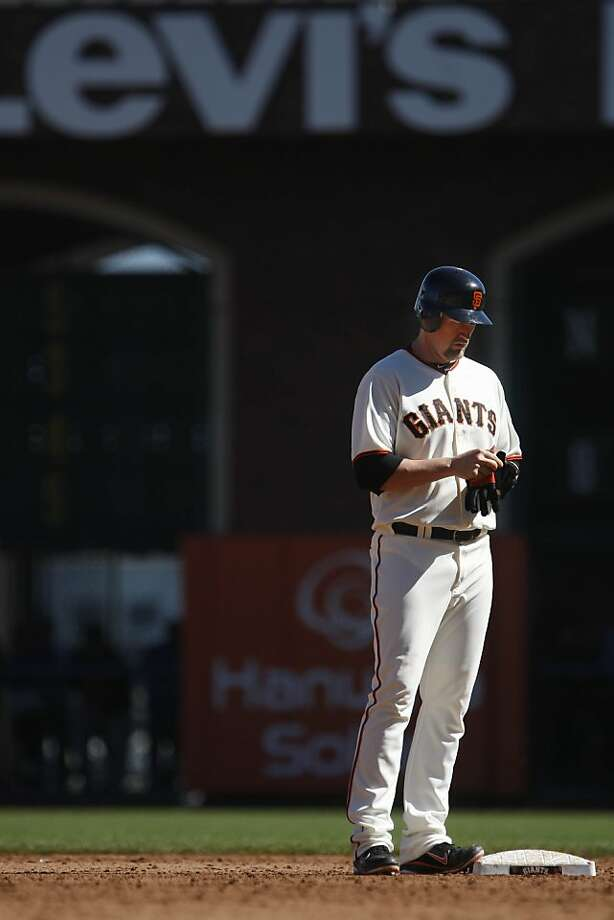 Aubrey Huff soaks up an ovation at AT&T Park after a pinch-hit double against the Rockies on Thursday. Photo: Lea Suzuki, The Chronicle