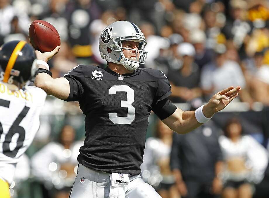 Carson Palmer's direction of the Raiders' no-huddle offense was critical to the team's success against the Steelers. Photo: Tony Avelar, Associated Press