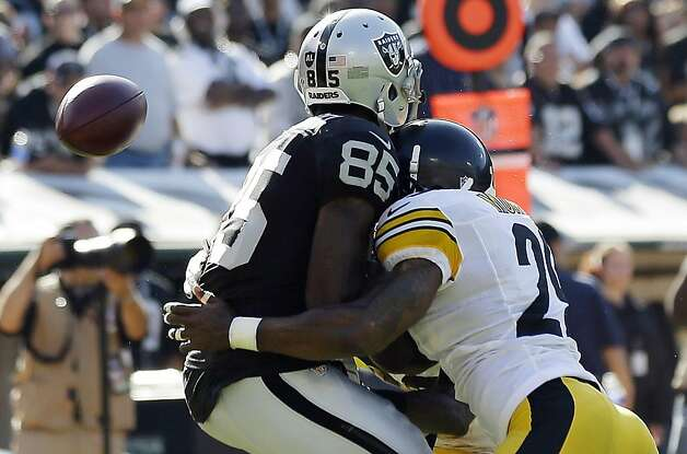 Darrius Heyward-Bey (85) sustained a concussion and a neck sprain on a hit by Pittsburgh's Ryan Mundy. Photo: Marcio Jose Sanchez, Associated Press