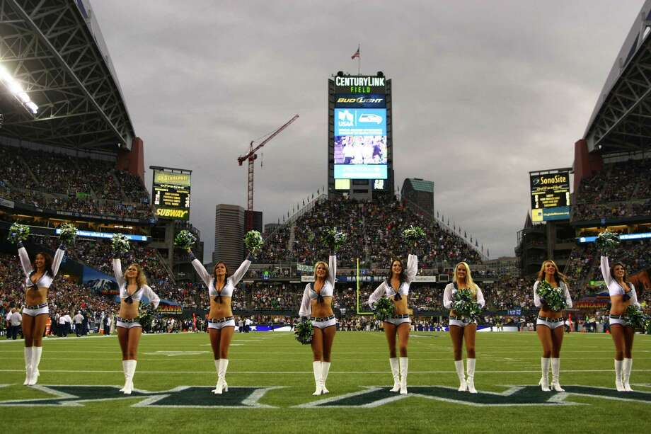 Seattle Seahawks Seagals perform as the Hawks take on the Green Bay Packers. Photo: JOSHUA TRUJILLO / SEATTLEPI.COM