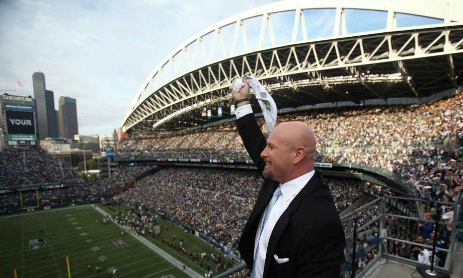 Former Seattle Seahawks quarterback Trent Dilfer hypes up the crowd after he raised the 12th Man Flag before a game against the Green Bay Packers. Photo: JOSHUA TRUJILLO / SEATTLEPI.COM