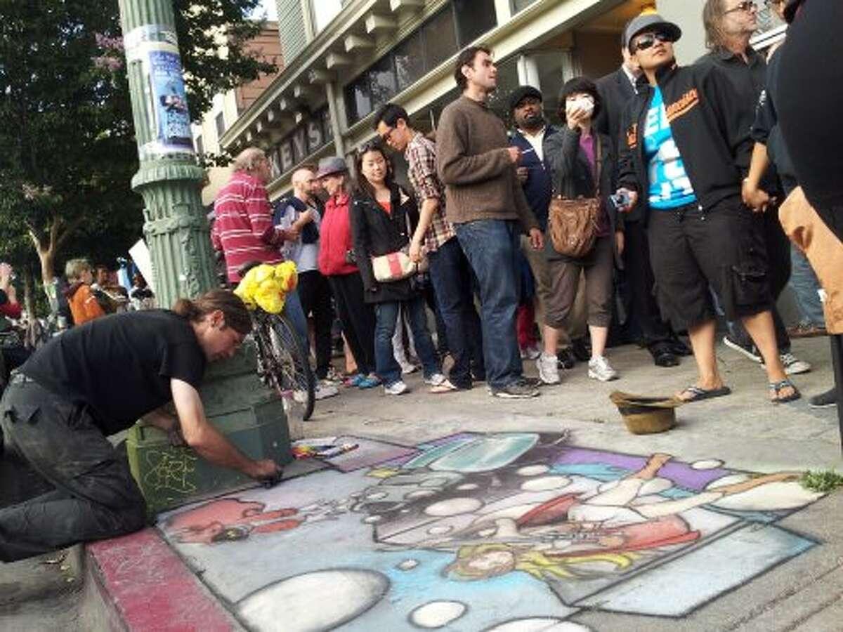 Crowds at the First Friday Oakland Art Murmur last August. (SF Gate / Douglas Zimmerman)