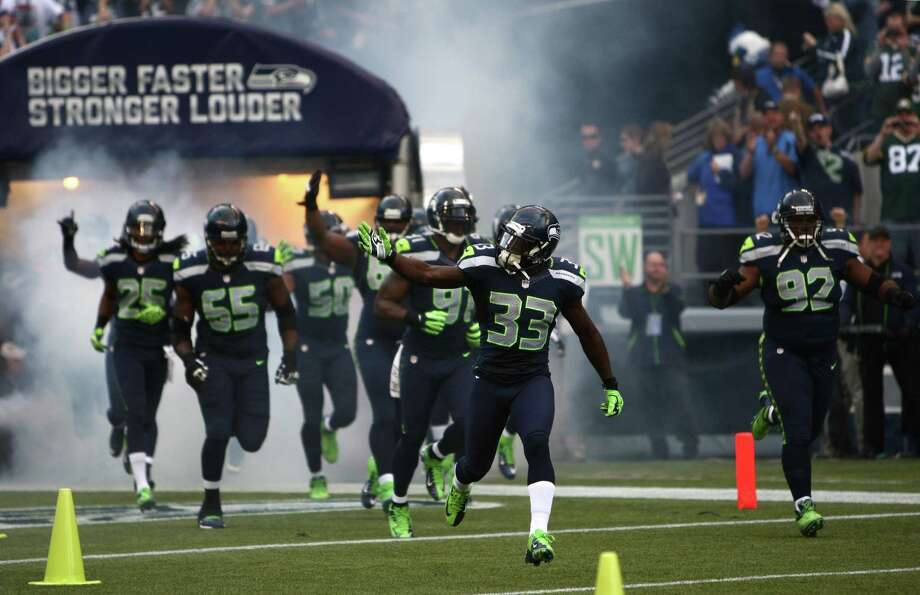 The Seattle Seahawks take the field against the Green Bay Packers. Photo: JOSHUA TRUJILLO / SEATTLEPI.COM