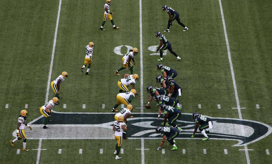 The Seattle Seahawks and Green Bay Packers meet at the line of scrimmage during Monday Night Football. Photo: JOSHUA TRUJILLO / SEATTLEPI.COM