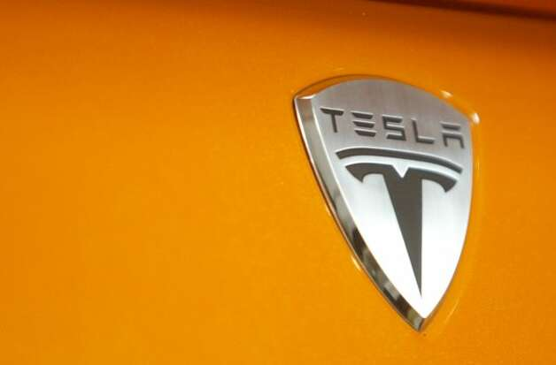 A badge marks the body of a roadster at Tesla Motors in San Carlos, California, on Monday, June 30, 2008. The car company announced it is creating an electric powered sedan within four years. (Mathew Sumner/San Mateo County Times/MCT) (MATHEW SUMNER / MCT)