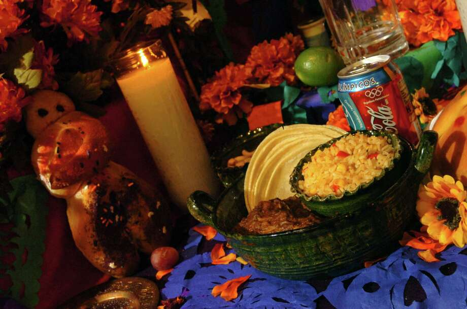 People start to prepare for the colorful traditions of Dia De Los Muertos. Photo: WILLIAM LUTHER, SAN ANTONIO EXPRESS-NEWS / SAN ANTONIO EXPRESS-NEWS